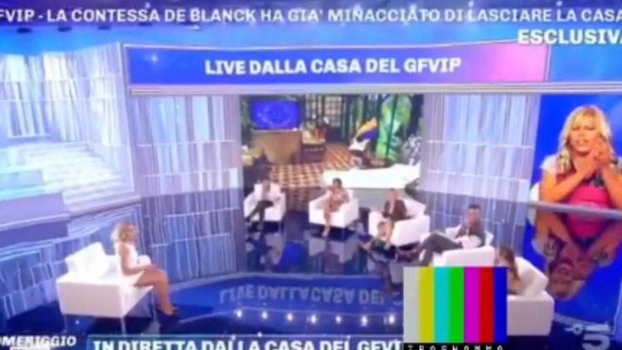 Il video dello spogliarello della Contessa De Blanck in diretta a  Pomeriggio 5